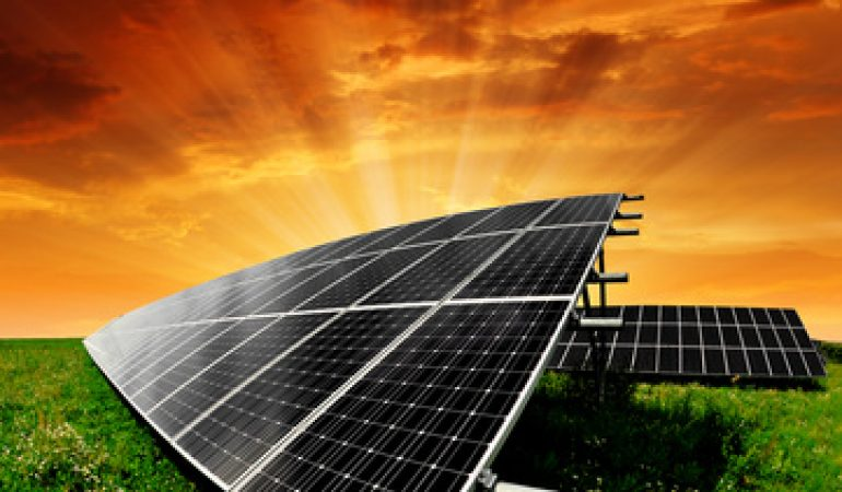 What is the cost of a solar water pump set?