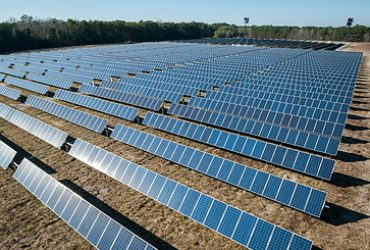 Which resource is both renewable and inexpensive?